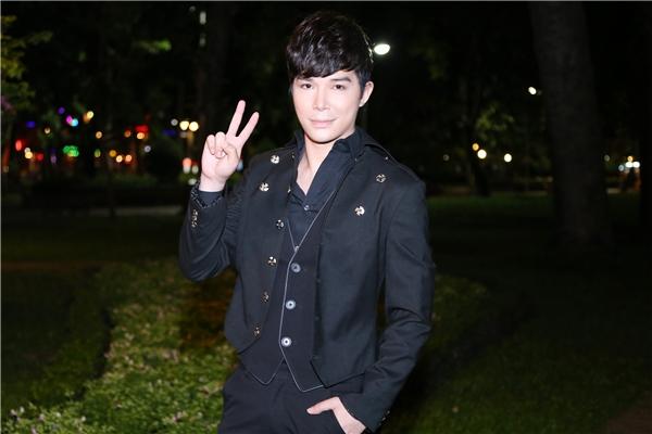 Xuất hiện trong bộ vest đen lịch lãm, Nathan Lee thu hút mọi ánh nhìn bởi vẻ điển trai đầy nam tính. - Tin sao Viet - Tin tuc sao Viet - Scandal sao Viet - Tin tuc cua Sao - Tin cua Sao