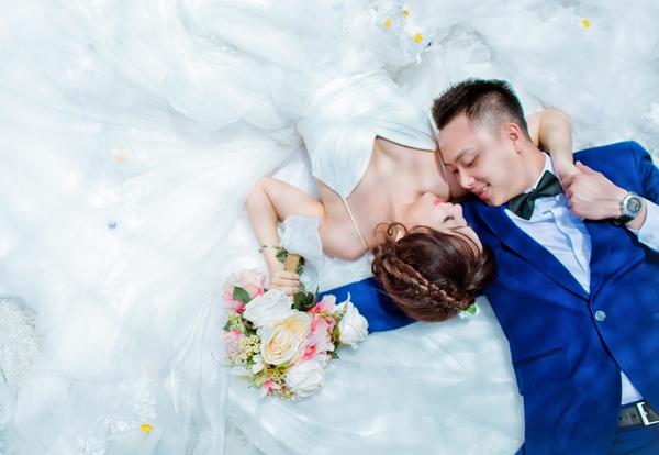 Tháng 6/2015, Lâm Duy quyết định vượt gần 7.000km sang Nga để cầu hôn bạn gái và may mắn nhận được sự đồng ý của Yến cùng gia đình hai bên.
