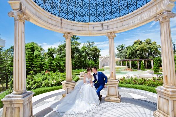 Đám cưới của cặp đôi sẽ diễn ra vào ngày 2/10 tới. Để chuẩn bị cho ngày trọng đại, Hoàng Yến và Lâm Duy đã ghi lại những khoảnh khắc hạnh phúc ở thành phố Đà Nẵng xinh đẹp