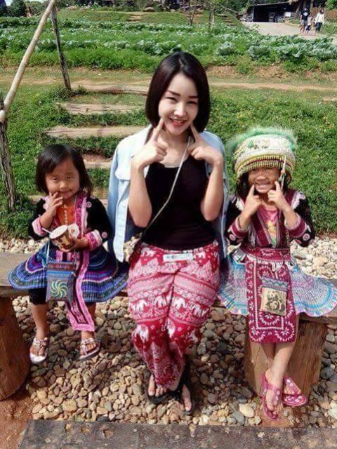 Cô thường xuyên đi tới các vùng nghèo của Thái Lan để làm từ thiện.