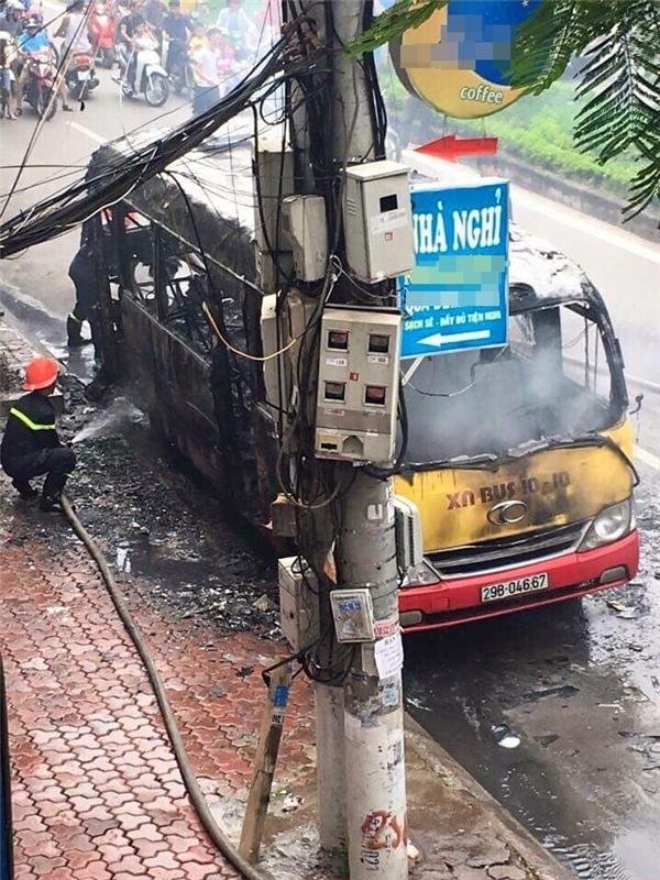 Hiệnđám cháy đã được dập tắt hoàn toàn, may mắnkhông có tổn thất về người. Hiệncông ty xe khách Hà Nội cùng lực lượng chức năng đangđiều tra làm rõ nguyên nhânvụ cháy.
