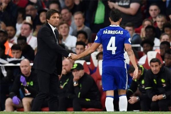 Fabregasđã có một màn trình diễn thất vọng trước Arsenal. (Ảnh: Internet)