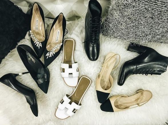 Huyền My từngchia sẻcô có khoảng 20 đôi giày thuộc nhiều thương hiệu khác nhau. Đôi giày yêu thích nhất của Huyền My có dáng bệt, đế cói, do hãng Chanel sản xuất và giá khoảng 700 USD (hơn 15,5 triệu đồng). - Tin sao Viet - Tin tuc sao Viet - Scandal sao Viet - Tin tuc cua Sao - Tin cua Sao