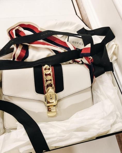 Túi Gucci có giá khoảng 50 triệu đồng. - Tin sao Viet - Tin tuc sao Viet - Scandal sao Viet - Tin tuc cua Sao - Tin cua Sao