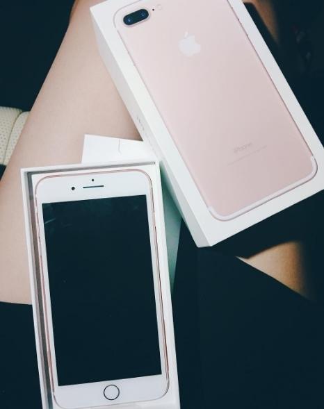 """Á hậu sinh năm 1995 là một trong những sao Việt đầu tiên sở hữu iphone 7 """"thần thánh"""". - Tin sao Viet - Tin tuc sao Viet - Scandal sao Viet - Tin tuc cua Sao - Tin cua Sao"""