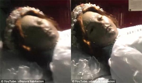 """Một du khách đã bắt được khoảnh khắc """"trở về từ cõi chết"""" của xác ướp Santa Inocencia.(Ảnh cắt từ clip)"""