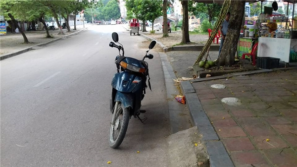Chiếc xe máy cũng là tài sản lớn nhất Lở có để kiếm sống.