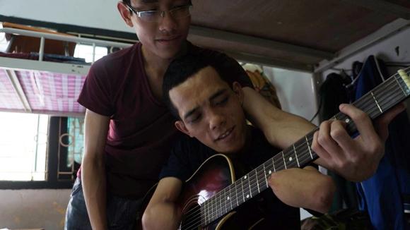 ...và học nhạc