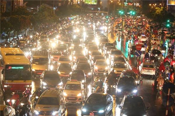 Đoạn phố Phùng Khoang, giao thôngkẹt cứng hoàn toàn suốt 2 giờ đồng hồ.Ảnh:Phạm Ngọc Thành