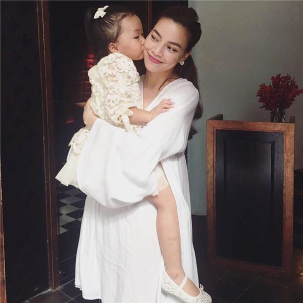"""""""Nữ hoàng giải trí"""" dành nhiều sự yêu mếncho cô """"con dâu"""" bé nhỏ của mình. - Tin sao Viet - Tin tuc sao Viet - Scandal sao Viet - Tin tuc cua Sao - Tin cua Sao"""