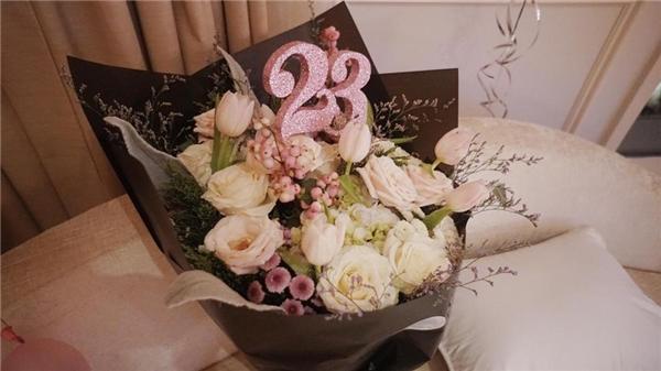 """Ghen tị với buổi """"sinh nhật công chúa"""" mà Phở Đặc Biệt tặng Sun Ht"""