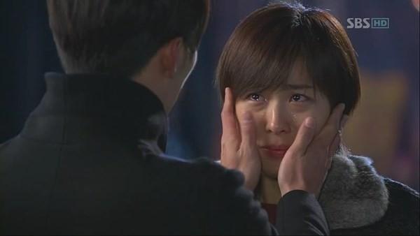 """Nàng Ha Ji Won đã từng khóc hết nước mắt trong một phân cảnh của Secret Garden và Hyun Bin đã phải mất rất lâu mới""""dỗ"""" đượccô nàng."""