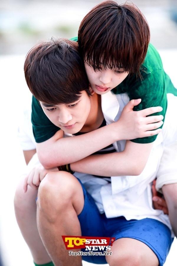 Trong bộ phim đề tài học đường To the beautiful you, Tae Joon đã tình nguyện cõng Jae Hee trong lúc cô bị thương không thể di chuyển nổi.
