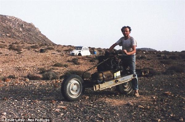 Giữa khoảnh khắc khó khăn giữa sa mạc mênh mông, chính sự lạc quan cùng kiến thức cơ bản về phương tiệnđãcứu sốngEmile Leray