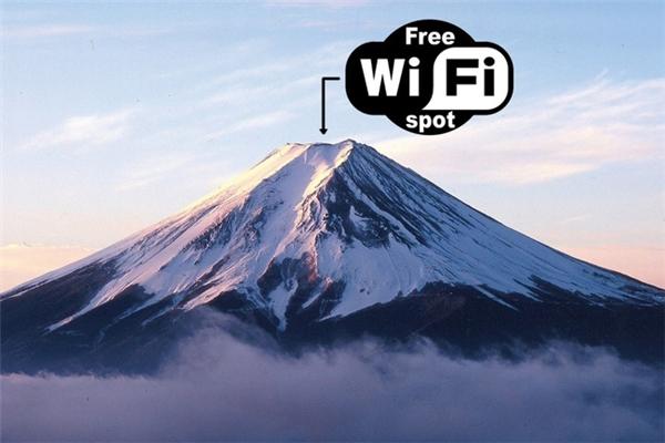 Những vị kháchchinh phục thành công đỉnh Phú Sĩ có thể truy cập Wi-Fi và chia sẻ khoảnh khắc hạnh phúc đến bạn bè, người thân mình ngay tại đây.