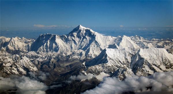 Các nhà leo núi có thể thoải mái check-in và liên tụccập nhật hành trìnhthông qua các trạm phát Wi-Fi dọc đường.