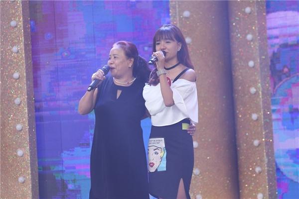 Cô nữ sinh của Học viện Âm nhạc Huế đã nhận được 20 triệu đồng tiền thưởng. Ê Vo là một nữ sinh xinh xắn, nổi tiếng trên mạng xã hộinhư một hot girlkhi sở hữu kênh onlineriêng với gần 50,000 lượt đăng kí. - Tin sao Viet - Tin tuc sao Viet - Scandal sao Viet - Tin tuc cua Sao - Tin cua Sao