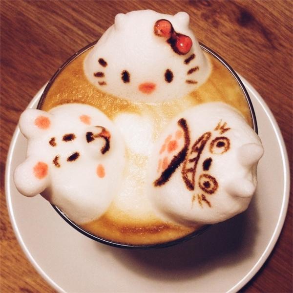 Bộ ba mèo Kitty, thỏ ngọc và Totoro tái xuất trong một siêu phẩm...cà phê.