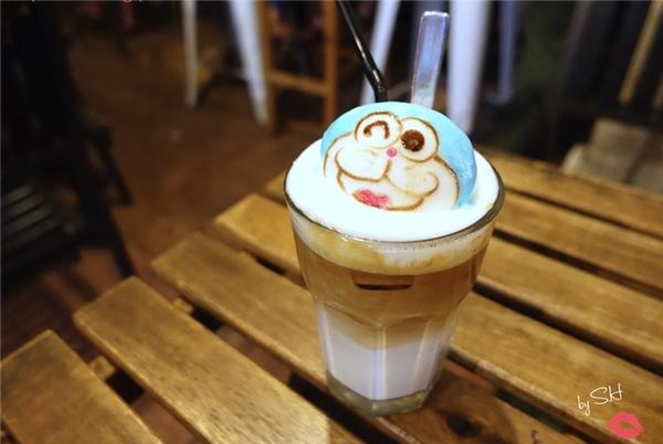 Không chỉ Totoro, Kitty, cả Doraemon cũng được cholên sóng.