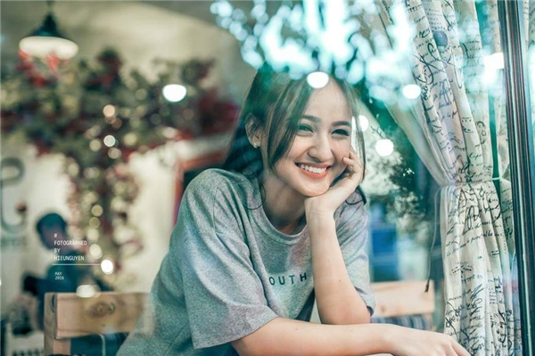 Cô gái chuẩn Việt mang vẻ đẹp bông hồng lai khiến bao chàng ngẩn ngơ