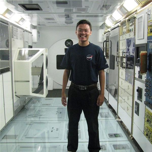 Ngọc chụp tại mô hình nhà ga vũ trụ quốc tế. (Ảnh: NVCC)