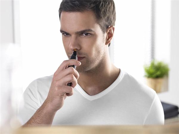Dụng cụ cắt lông mũi: Nguyên tắc là đừng bao giờ đút vào mũi mình thứ gì đã từng đút vào mũi người khác, dù họ có hắt hơi, sổ mũi, cảm sốt, viêm xoang… hay không.