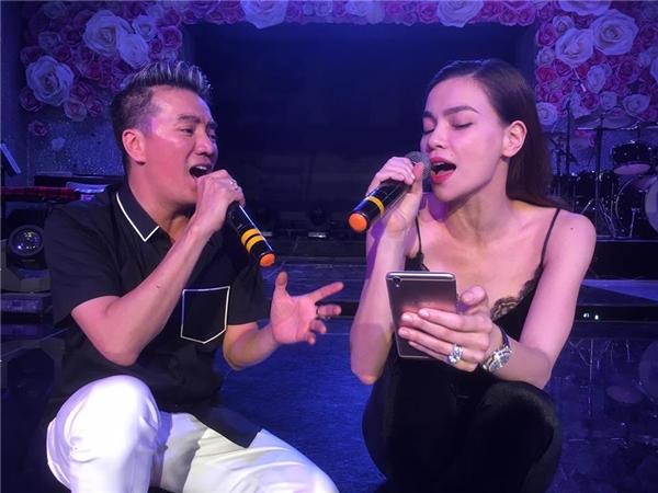 Chỉ còn 5 ngày nữa, liveshow Diamond Showsẽ chính thức khai màn vào hai đêm 01, 02/10 tại Nhà hát Hòa Bình. Diamond Showlà liveshow kỉniệm 20 năm ca hát của Mr Đàm với chất liệu âm nhạc chính lànhững bản tình ca vàngquốc tếở thập niên 80, đầu 90 được cả khán giả Việt Nam cũng như người nghe nhạc trên thế giới yêu thích. - Tin sao Viet - Tin tuc sao Viet - Scandal sao Viet - Tin tuc cua Sao - Tin cua Sao