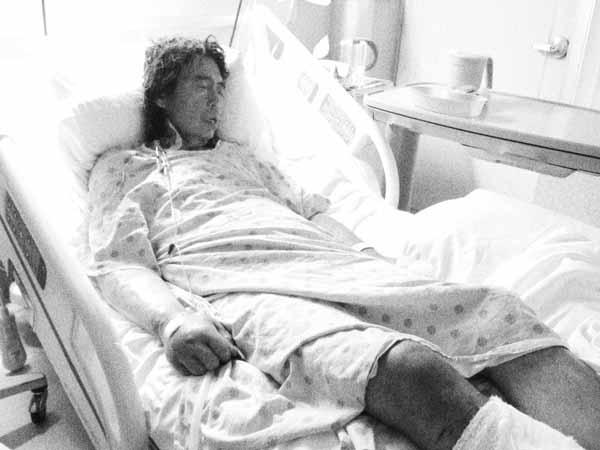 Cha của Kim được đưa vào bệnh viện sau cơn đau tim