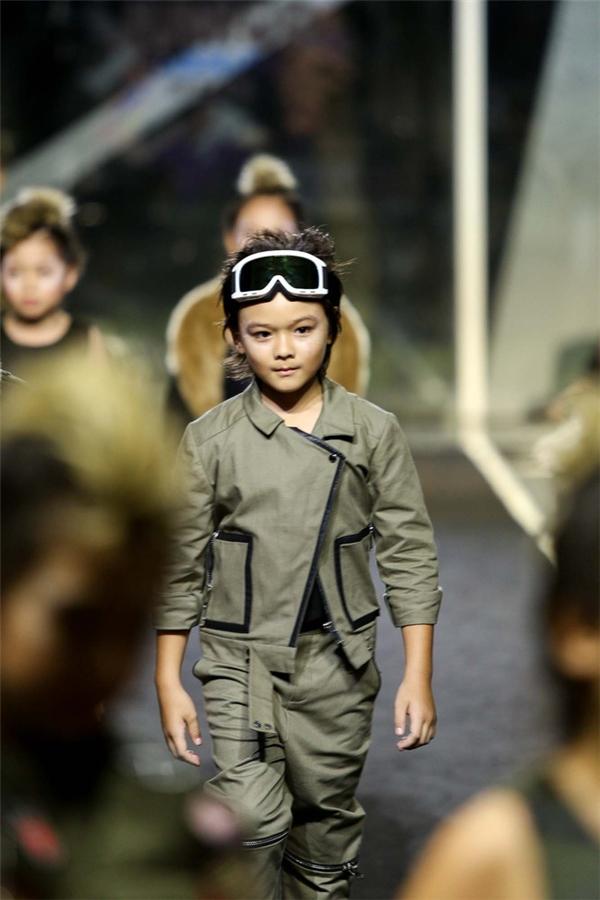 Các bé thể hiện bản lĩnh trên sân khấu từ khi còn nhỏ tuổi.