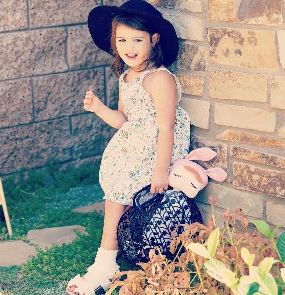 Cô bé luôn dành được nhiều thiện cảm bởi vẻngoài dễ thương và ngây ngô của mình.
