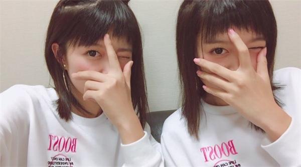 Dù kiểu tóc có ngố tàu vẫn không ảnh hưởng đến nhan sắc xinh đẹp của hai cô nàng.