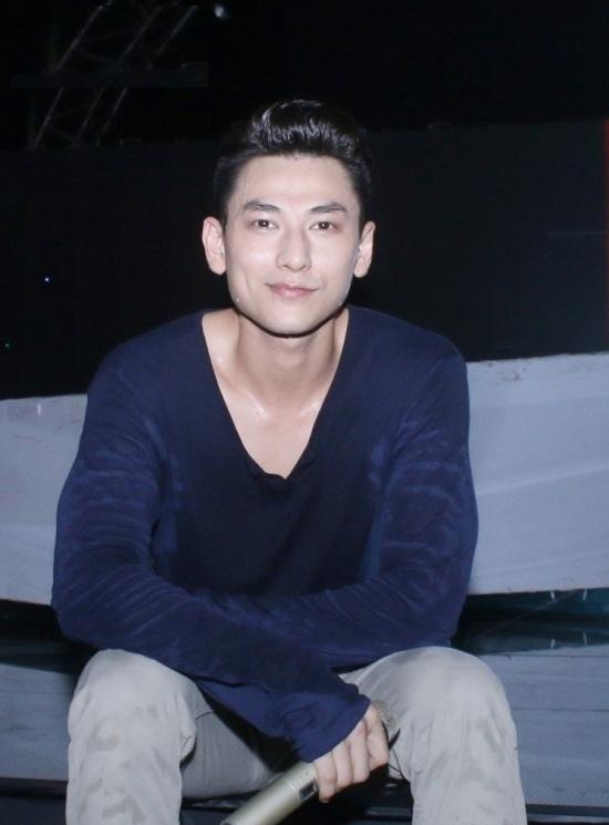 """Isaac cũng được fan đánh giá là một trong những """"nam thần mặt mộc"""" của showbiz Việt."""