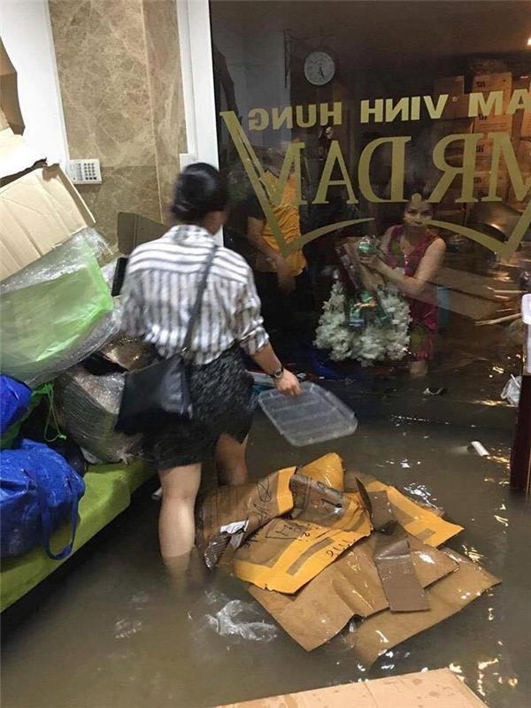 """Tư gia Đàm Vĩnh Hưng """"thất thủ"""" với cơn mưa lớn đầu tuần - Tin sao Viet - Tin tuc sao Viet - Scandal sao Viet - Tin tuc cua Sao - Tin cua Sao"""