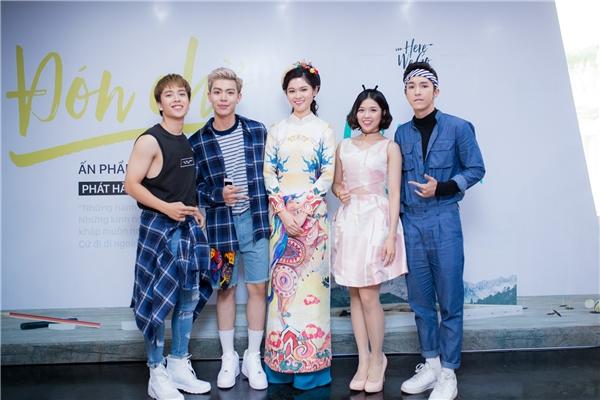 Ngoài ra, trong sự kiện này, Thùy Dung còn gặp gỡ ca sĩ Suni Hạ Linh và nhóm nhạc nam Monstar. Á hậu cũng thân thiện giao lưu, chụp ảnh cùng các đội chơi đoạt giải và khán giả.