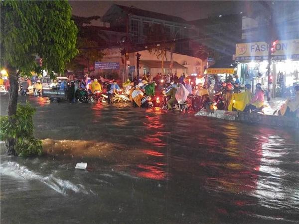ĐườngHuỳnh Tấn Phát, quận 7là điểm đen ngập lụt mỗi khi mùa mưa bão về. Ảnh: Đạt Vũ Nguyễn
