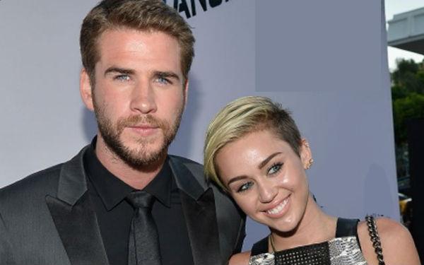 Đám cưới của Miley Cyrus và Liam Hemsworth có thể bị trì hoãn vì anh trai Liam không tán thành mối quan hệ tình cảm giữa họ.