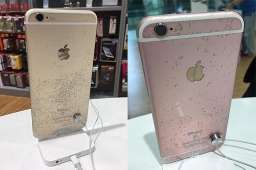 iPhone 6s bong tróc vỏ ngoài trong cửa hàng ở Singapore. (Ảnh: internet)