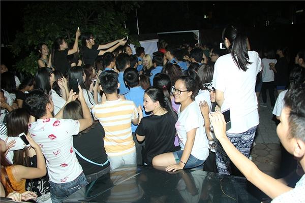 Fan Hà Nội cùng Ông Cao Thắng bí mật mừng sinh nhật sớm cho Đông Nhi - Tin sao Viet - Tin tuc sao Viet - Scandal sao Viet - Tin tuc cua Sao - Tin cua Sao