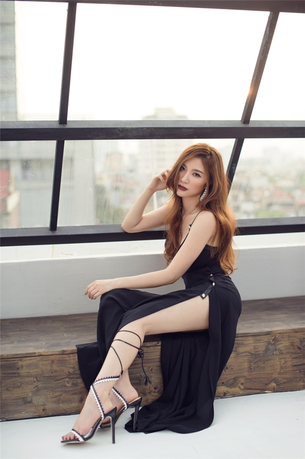 Rũ bỏ hình ảnh hotgirl,Hạnh Sinongày càng gợi cảm.