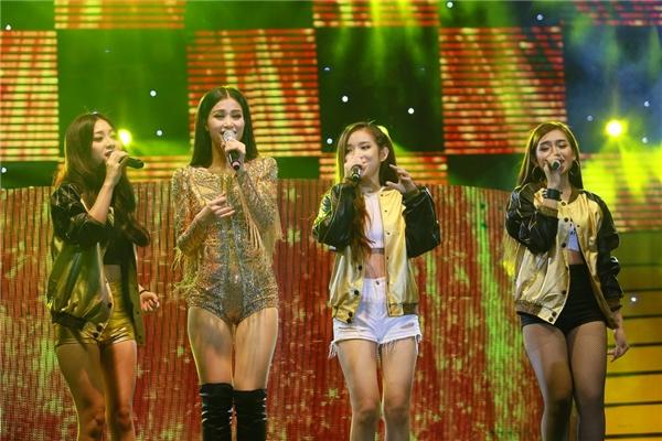 Đông Nhi song ca cùng 3 thành viên trong nhóm Hello Yellow. - Tin sao Viet - Tin tuc sao Viet - Scandal sao Viet - Tin tuc cua Sao - Tin cua Sao