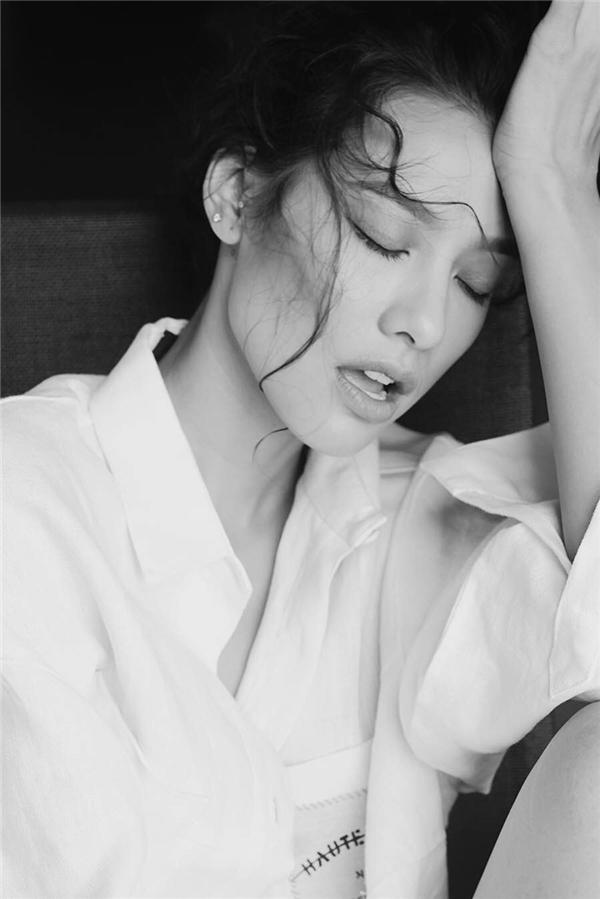 Lần đầu tham gia đóng phim còn nhiều bỡ ngỡ, Lilly Nguyễn đã thức trắng nhiều đêm đểnghiên cứu kịch bản cũng nhưng tiếp thu những kinh nghiệm diễn xuất từcác anh chị diễn viên, đạo diễn trong đoàn. - Tin sao Viet - Tin tuc sao Viet - Scandal sao Viet - Tin tuc cua Sao - Tin cua Sao