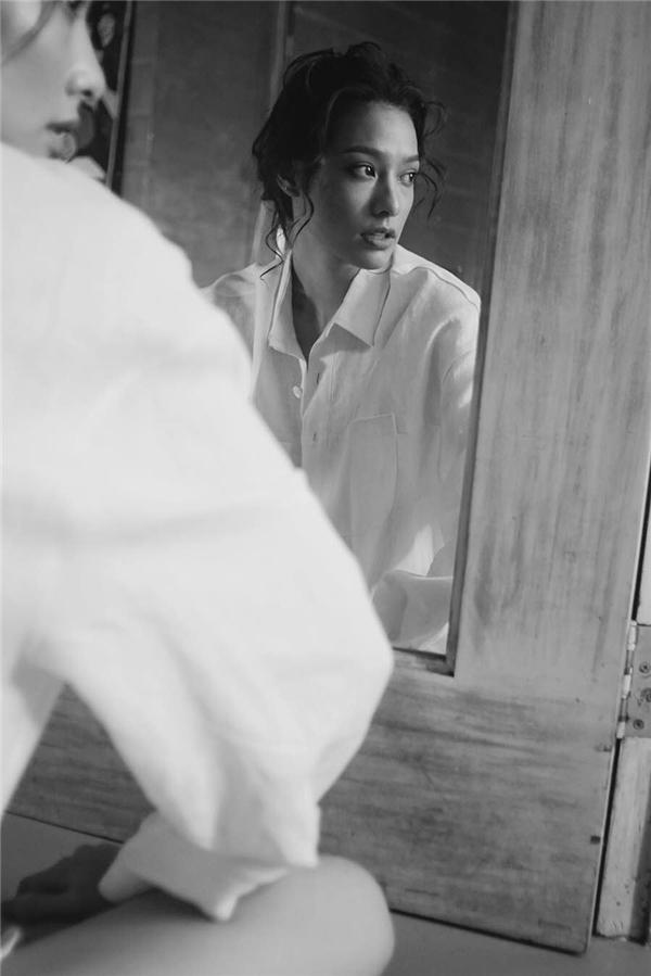 Mới đây nhất, saulời giới thiệu của MC -diễn viên Trấn Thành, cô gái cá tính Lilly Nguyễnđã được đoàn làm phim Chờ em đến ngày maimở lời mời cô đảm nhận một vai diễn sắc sảo, khác với hình ảnh hài hước thường ngày của Lilly Nguyễn. - Tin sao Viet - Tin tuc sao Viet - Scandal sao Viet - Tin tuc cua Sao - Tin cua Sao