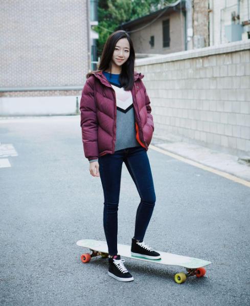 Cô nàng còn được yêu thích khắp thế giới nhờ tài trượt ván cực kì điêu luyện.