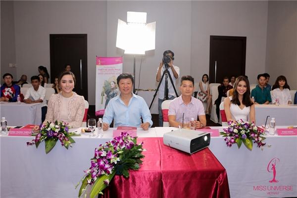 Thành phần ban giám khảo trong vòng thi này gồm có: Giám đốc Quốc gia Miss Universe tại Việt Nam - bà Dương Trương Thiên Lý, nhà thiết kế Sỹ Hoàng, nhà thiết kế Thuận Việt và Hoa hậu Hoàn vũ Việt Nam 2015 Phạm Hương. Á hậu Lệ Hằng cũng góp mặt trong chương trình với vai trò MC.
