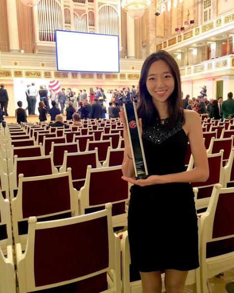 Không chỉ giỏi trượt ván cô nàng còn rất đa tài, Hyo Joo từng nhận giải thưởng thiết kếdanh giá hàng đầuthế giới - Red dot.