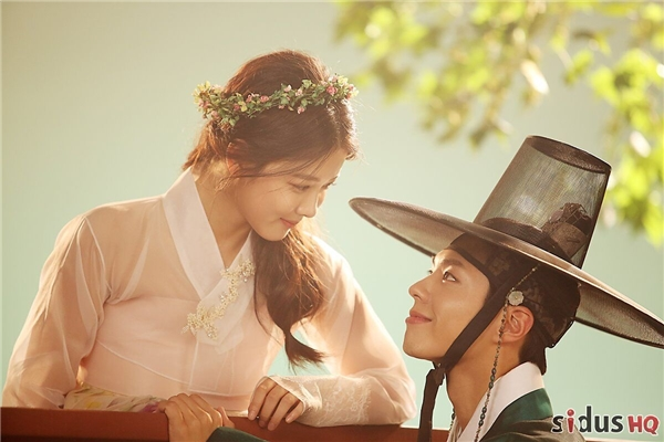 """Irene: """"Tôi kết hợp với Park Bo Gum ăn ý hơn Kim Yoo Jung"""""""