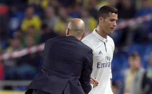 """Ronaldo đang có mâu thuẫn với HLV Zidane vì cái """"Tôi"""" quá lớn của siêu sao người Bồ."""