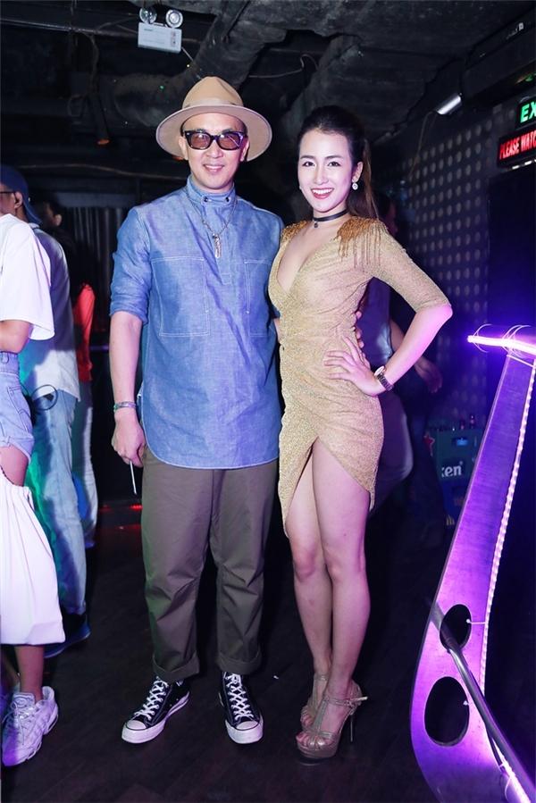 Trang Moon chụp ảnh lưu niệmcùng DJ Koo