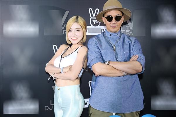 Trang Moon đọ vẻ gợi cảm, nhí nhảnh bên nữ DJ sexy Soda