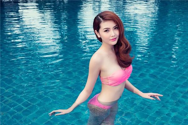 """Giải đồng siêu mẫu Ngọc Duyên """"thiêu đốt"""" ánh nhìn với bikini"""
